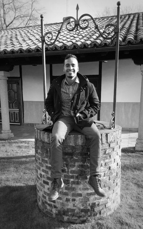 Diverbo - This is Pueblo Inglés – Oscar Salazar